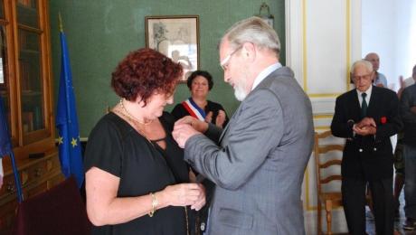 L'insigne de chevalier de la légion d'honneur, décernée à la présidente de l'IFFO-RME